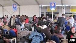 Egjipt: Mijëra të huaj përpiqen të largohen nga Kairo