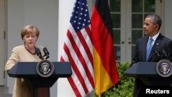 El presidente Barack Obama y la canciller alemana, Angela Merkel, ofrecen una conferencia de prensa en la rosaleda de la Casa Blanca.