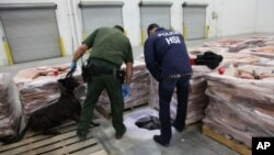 美國執法部門官員星期二在南加州一條隧道成功破獲毒品。
