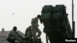 한국 오산 공군기지에서 주한미군이 공개한 패트리어트 지대공 요격미사일. (자료사진)