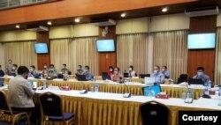 ရန္ကုန္ၿမိဳ႕ NRPC ရံုးမွာ က်င္းပတဲ့ ညိွႏိႈင္းအစည္းအေ၀း။ (ဓာတ္ပံု - Hla Maung Shwe's Facebook - ဇြန္ ၂၂၊ ၂၀၂၀)