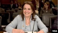 Elizabeth Edwards durante una audiencia en el Congreso.