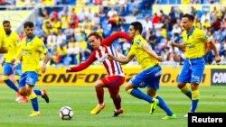 L'équipe canaries de Las Palmas joue contre l'Atletico Madrid, aux Canaries, Espagne, le 24 avril 2017.