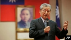 Taiwan's Premier Mao Chi-kuo speaks to the foreign media last year. He has offered to resign because of his party's losses in elections Saturday.