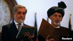 Afg'oniston yangi Prezidenti Ashraf G'ani (o'ngda) va Bosh vaziri Abdulla Abdulla qasamyod keltirmoqda, Kobul, 29-sentabr, 2014-yil