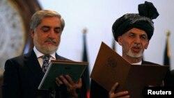 29일 아프가니스탄의 아슈라프 가니 신임 대통령(오른쪽)과 압둘라 압둘라 신임 총리가 취임 선서를 하고 있다.