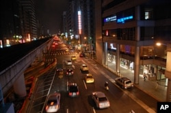 台北夜景,台湾汽车多摩托车也多,排出不少2.5微米以下的悬浮微粒