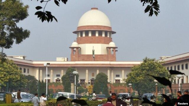 Gedung Mahkamah Agung India di New Delhi (foto: dok). MA India mengijinkan 2 warga Italia tersangka pembunuh pulang untuk memberikan suara dalam pemilu.