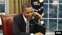 Presiden Barack Obama menerima telepon ucapan selamat ulang tahun dari Presiden Rusia, Dmitry Medvedev (3/8).