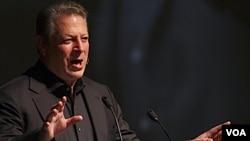 """Gore dijo que internet """"democratizó las comunicaciones"""" permitiendo que las personas se """"unan en torno a una cuestión común""""."""