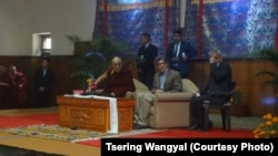 Dalai Lama Meets 500 Tibetan Students From Indian Universities in Delhi