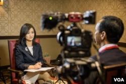台湾总统候选人、国民党主席朱立伦在纽约接受美国之音记者郑裕文专访,话题包括台湾大选、美中台三边关系、南中国海局势等。(2015年11月14日 美国之音记者方正拍摄)