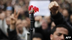 Những cuộc biểu tình trên đường phố Tunisia khiến Tổng thống Zine El Abidine Ben Ali bị lật đổ vào ngày 14 tháng 1, 2011