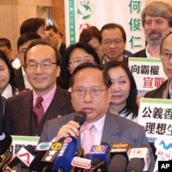民主黨主席何俊仁參選香港特首(資料照片)