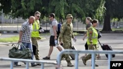 Australian troops accompany U.N. officials leaving East Timor through Dili's airport, December 31, 2012.