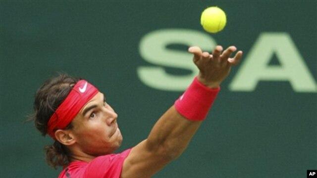 Bintang tenis Rafael Nadal berlatih hari Selasa di kampung halamannya di Manacor, di pulau Majorca, Spanyol (Foto: dok).