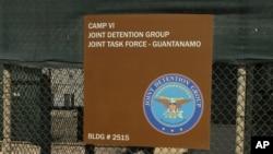 """Papan petunjuk """"Camp 6"""" di fasilitas penjara Guantanamo Bay, Kuba (Foto: dok)."""