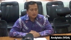 Direktur Perlindungan WNI dan Bantuan Hukum Kementerian Luar Negeri Lalu Muhamad Iqbal di kantor Kemlu RI Jakarta, Jumat 25 September 2015 (Foto: VOA/Andylala)