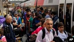 Di dân đổ xuống nhà ga ở thị trấn Passau hôm 15/9/2015. Đức là điểm đến được ưa chuộng của làn sóng di dân đang đổ vào châu Âu.