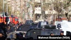نیروهای امنیتی و امدادی بعد از انفجار در دیاربکر