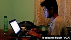 """ນັກຂຽນ blogger Ibrahim Khalil ໄດ້ລີ້ຊ້ອນ ນັບຕັ້ງແຕ່ປີ 2013 ເປັນຕັ້ນມາ ຕອນທີ່ພວກຫົວຮຸນແຮງຈັດ ກຸ່ມລັດອິສລາມ ໄດ້ຈັດລາຍຊື່ 84 ຄົນ """"ຕໍ່ຕ້ານອິສລາມ"""" ໃຫ້ມີການສັງຫານໂຫດ ແລ້ວປະຈານ ຕໍ່ສາທາລະນະ."""