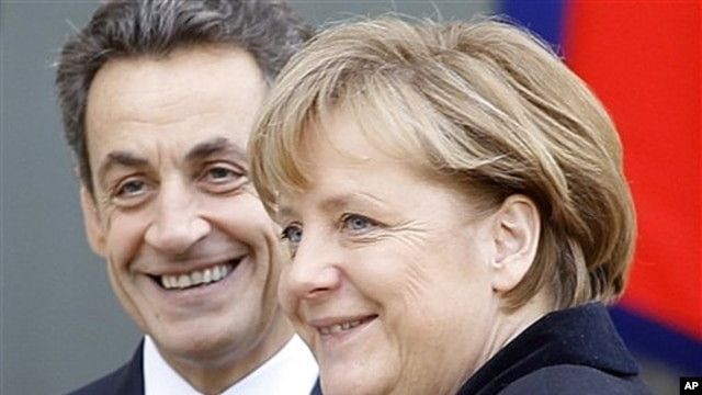 French President Nicolas Sarkozy (l) and German Chancellor Angela Merkel in Paris, Dec. 5, 2011.