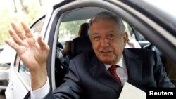 Manuel Lopez Obrador, ancien maire de la capitale, âgé de 64 ans, crédité d'une assez large avance dans les sondages