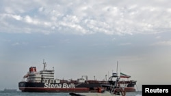 Barco da Guarda Iraniana junto ao petroleiro Stena Impero, 21 de Julho, 2019.