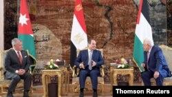 دیدار رئیس تشکیلات خودگردان فلسطینی (راست) با رئیس جمهوری مصر (وسط) و پادشاه اردن در قاهره