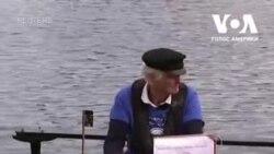 80-річний майор британської армії у відставці збирає гроші для госпісу. Відео