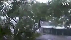 Nhiều mảnh vỡ tràn vào nhà dân vì bão Michael