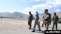 លោកនាយករដ្ឋមន្ត្រី Narendra Modi ធ្វើទស្សនកិច្ចទៅតំបន់ Ladakh កាលពីថ្ងៃទី៣ ខែកក្កដា ឆ្នាំ២០២០។