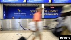 Suasana di depan layanan maskapai South African Airways (SAA) di Bandara Internasional O.R. Tambo, Johannesburg, Afrika Selatan, 21 Januari 2020. (Foto: dok).