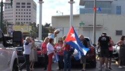 Cubanos en exilio miran hacia delante