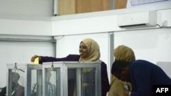 FILE - A Somali lawmaker casts her vote to elect a new president, inside Mogadishu airport, in Mogadishu, Somalia, Feb. 8, 2017.