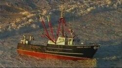 Encalla barco y guardacostas que lo rescataba en playa de Nueva York