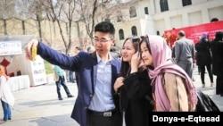 中國遊客在伊朗自拍(2019年12月)。