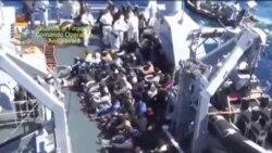 بازداشت دو نجات يافته قايق واژگون شده به اتهام قاچاق انسان در ایتالیا
