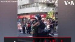 لحظه احساسی بین پلیس و یک معترض در اوج اعتراضات شیلی