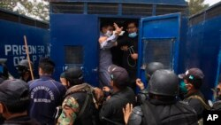 Police arrest doctors demanding facilities and prevention kits to attend to coronavirus patients, in Quetta, Pakistan, April 6, 2020.