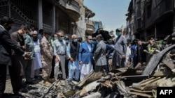صحنه سقوط هواپیما در نزدیکی کراچی