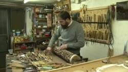 Струшки резбар ја продолжува вековната мијачка школа