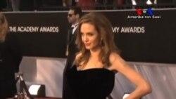 'Angelina Jolie Kamuoyunu Bilinçlendiriyor'