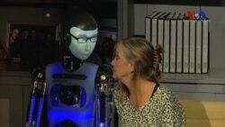 Robotlar Tiyatro Sahnesinde
