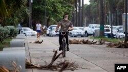 El Centro de Operaciones de Emergencia (COE) de República Dominicana aumentó el nivel de alerta de amarillo a rojo para cuatro provincias y Santo Domingo, antes del posible paso por el país de la tormenta tropical Isaías.