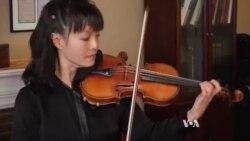 Міра Ванґ першою зіграла на славнозвісній скрипці Страдіварі, повернутій після викрадення. Відео