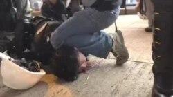 香港警察企圖向記者噴胡椒噴霧被記者喝止