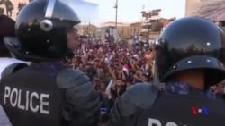 伊拉克抗議者焚燒伊朗駐巴士拉領事館 (粵語)