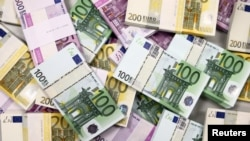Arhiva, ilustracija - Novčanice u različitim apoenima zajedničke valute evrozone.