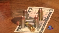 走进美国:美餐馆女侍者配枪 子弹抵小费